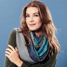Trefarvet pashmina sjal i petroleumsblå og grå farver