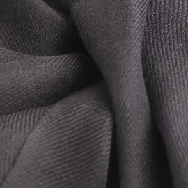 Antracitgråt cashmere sjal i 2 ply twill