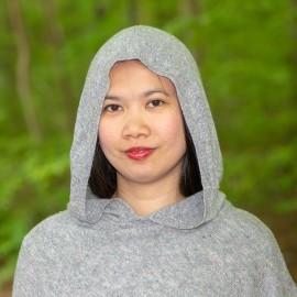 Grå strikket poncho med hætte