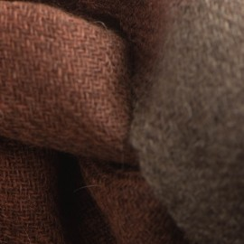 Tofarvet yaktørklæde i naturbrun og orange