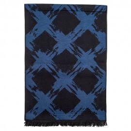 Tørklæde i børstet silke med mørkeblåt mønster