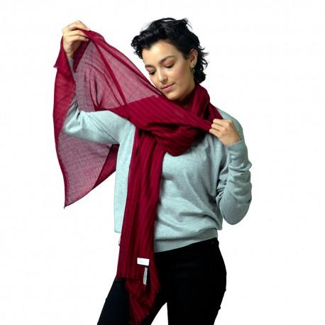 Stribet cashmere tørklæde i røde nuancer
