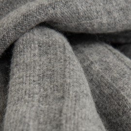 Gråt ribstrikket halstørklæde i merino og cashmere