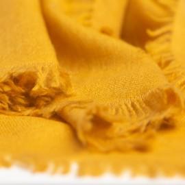 Sennepsgult sjal i lærredsvævning