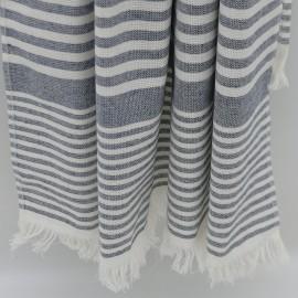 Grå stribet badehåndklæde