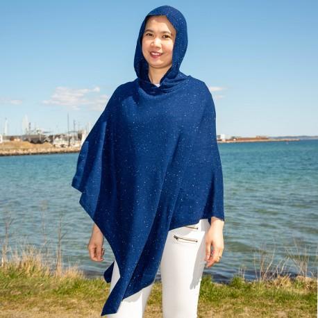 Blå strikket poncho med hætte