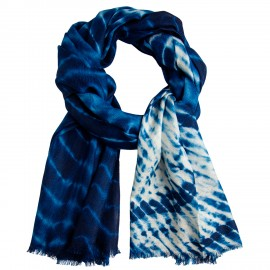 Blåt/hvidt batikfarvet sjal
