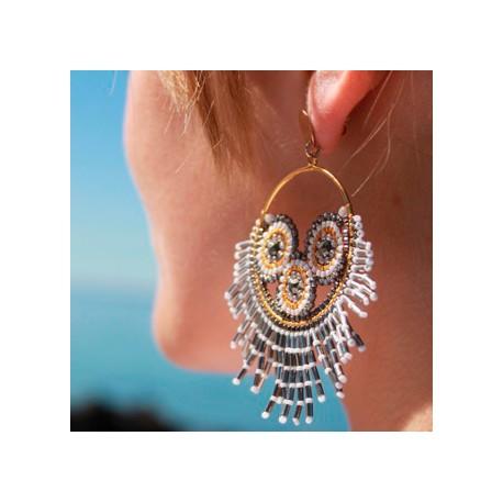 Store øreringe med mange fine detaljer. Guldbelagt ring og ørestikker.