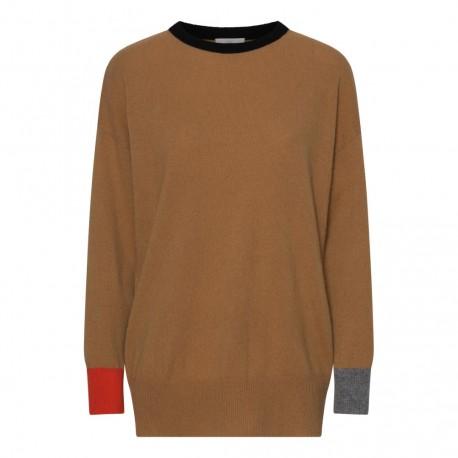 Camelfarvet sweater med detaljer i sort, grå og orange