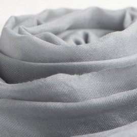Stort lysegråt cashmere sjal 200 x 140 cm