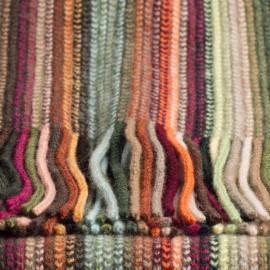 Stribet tørklæde i varme jordfarver